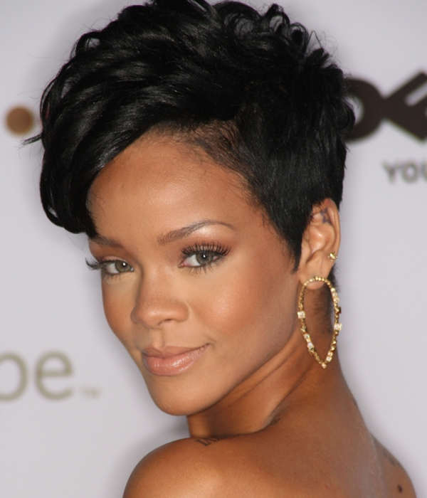 Pleasant 15 Short Weaves That Are Totally In Style Right Now Hairstyles For Women Draintrainus