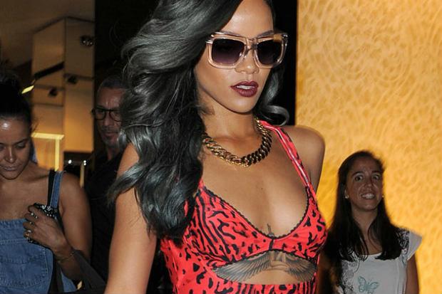 09022013_Rihanna_Extensions_Straightened_Grey Highlights_Waves