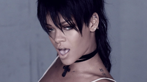 2_Rihanna_BlackHair_RatTail_SideBang_WhatNow