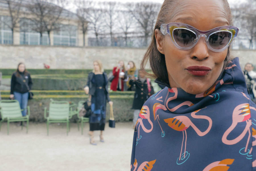 On the Street, Paris: Michelle Elie (video)