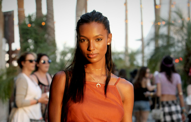 04212015_JasmineTookes_Coachella2015_NaturalHair_Straightened_MediumLengthHair_Cornrows_BlackHair